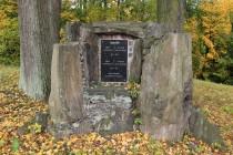 Pomník padlých v Markoušovicích. Araukarity byly rozvezeny snad do všech obcí v blízkém okolí.
