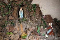 Z araukaritů je i zátiší v mariánské studánce v Malých Svatoňovicích