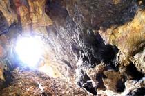Která připomíná jeskyni