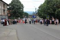 V Prigoru byla zrovna svatba. Ze silnice se stal taneční parket.