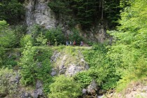 V dolní části se soutěska rozšiřuje do údolí, kde jsme u řeky přespali