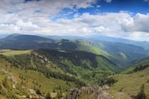 Výhled z hřebene Vladeasy směrem na Padiš a Bihor