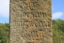 Zadní stěna kříže na konci úvozu nad Machovem, jde o jeden z nejstarších křížů v regionu...