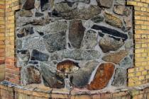 Je zděný z kamenů vytěžených právě na Špičáku
