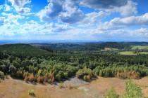 Z horní hrany posledního patra lomu je překrásný výhled do krajiny