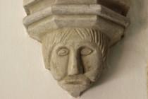 Kamenná tvář z interiéru Chrámu sv. Ducha v Hradci Králové