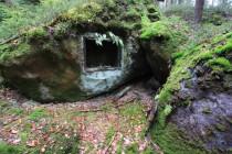 Při lámání kamene se někdy používaly i výbušniny. Ty byly uskladněny v malém skalním trezoru.