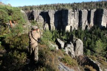 Monumentálnost Chrámových stěn vynikne až s lidským měřítkem. Najdete na nich horolezce?