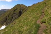 Cestou na vrchol - to je ten zadní kopec