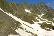Západním směrem míří stezka k vrcholu Negoiu